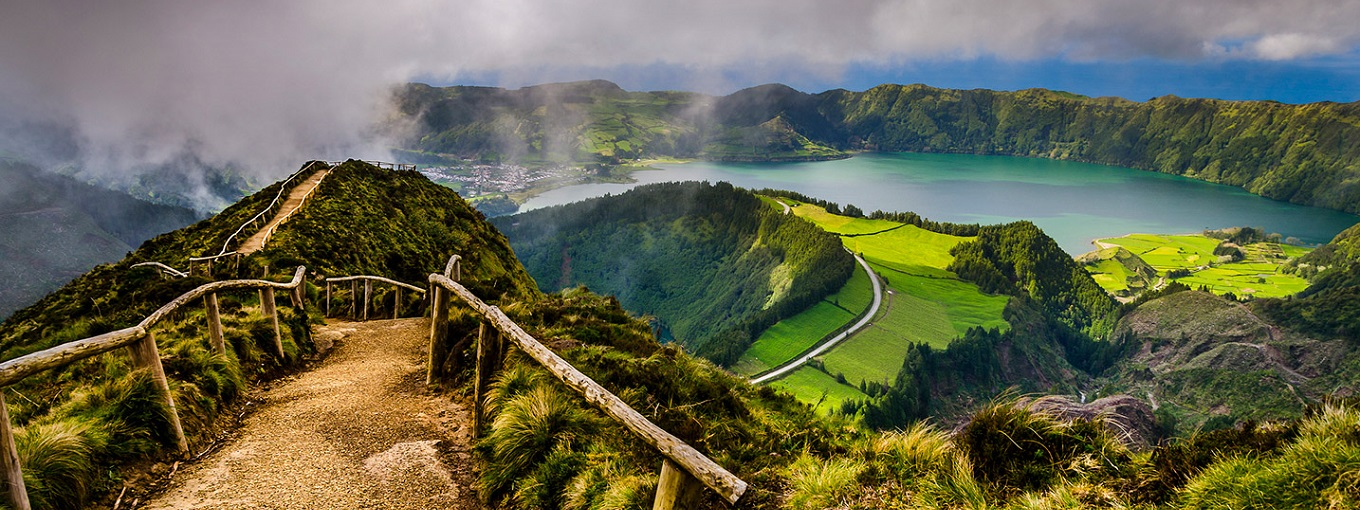 pathway-twin-lakes-sao-miguel-azores